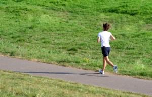 Inhalt des Artikels ist der Magnesiumhaushalt beim Sommersport.