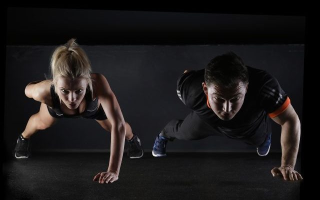 Fitnessstudio, Trainingsgruppe oder Personal Coach – Was ist am besten?